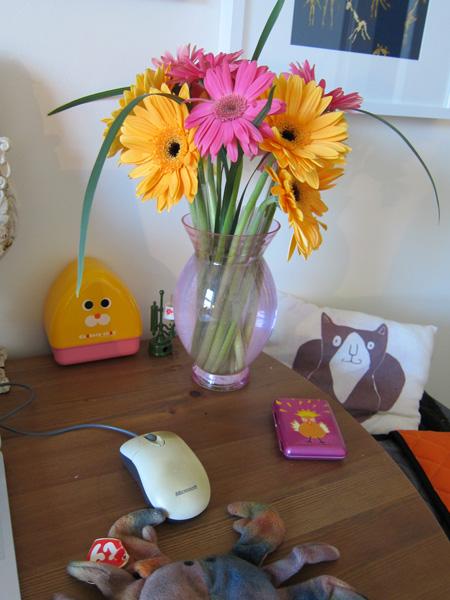 v_day_flowers_desk1