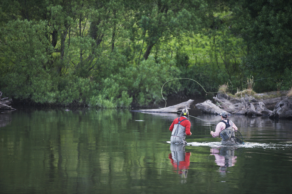 A well prepped moment during an evening hatch. Angler John Mullen got the right idea from Chilean guide Pancho Salas.