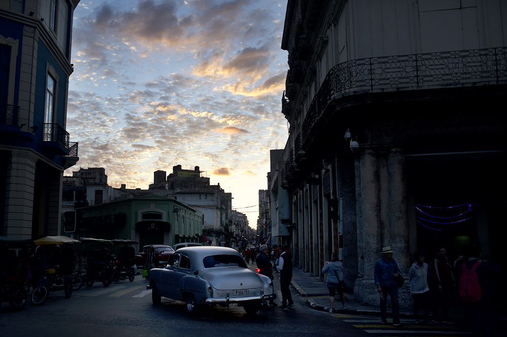havana evening sky car.jpg