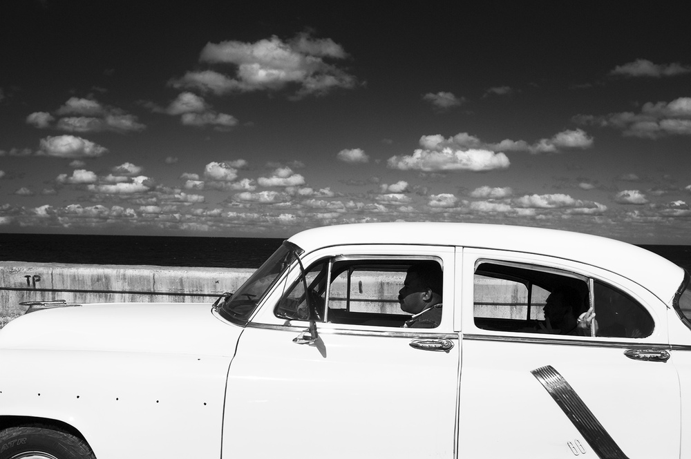 malecon car bw.jpg