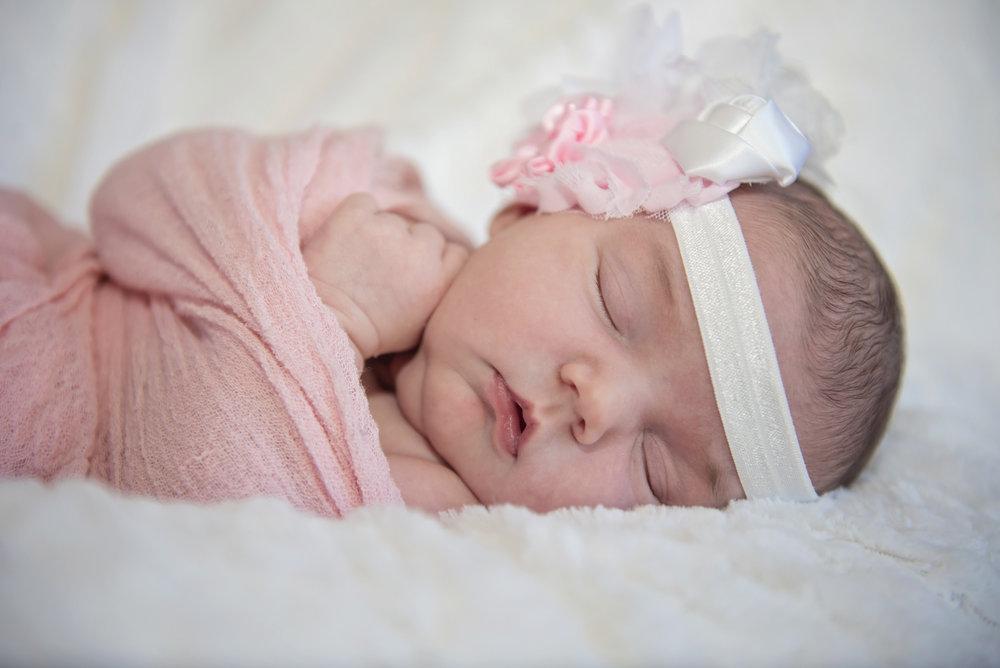 Noelle's Newborn Session - 04.jpg