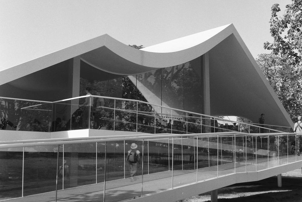Serpentine Gallery Pavilion by Oscar Niemeyer
