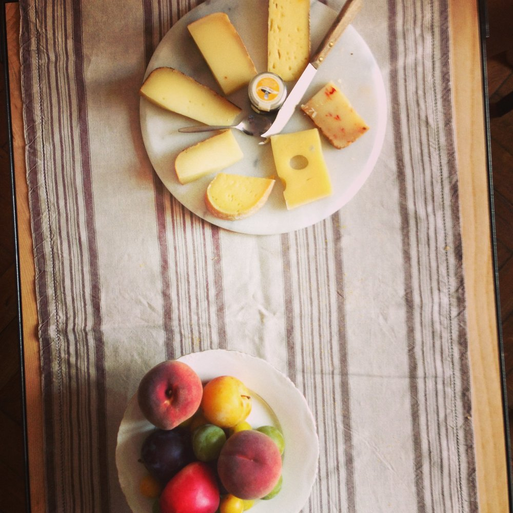 Toulouse_cheese and fruit.jpg