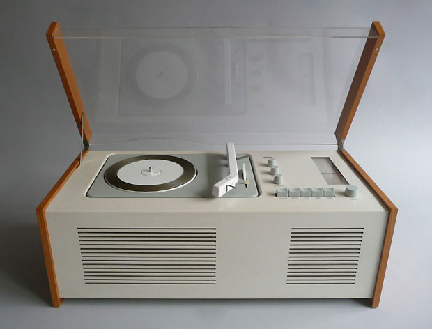 1960_Braun_sk6_radio_record_player_by_DieterRams_HansGugelot.jpg