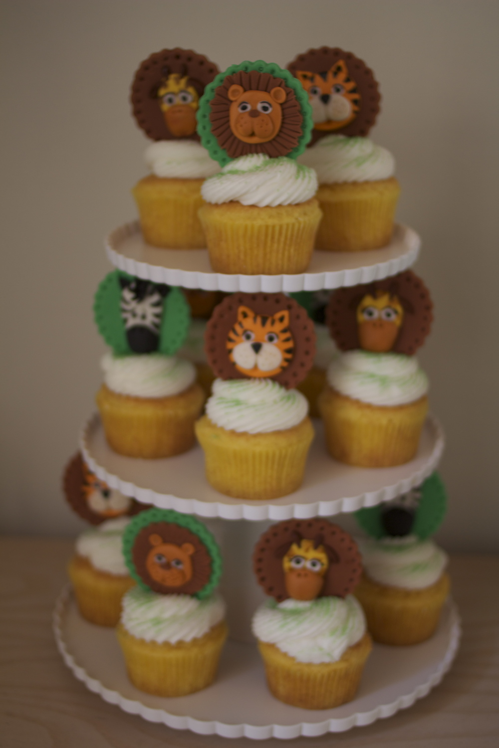 Cupcakes by Leelee too!