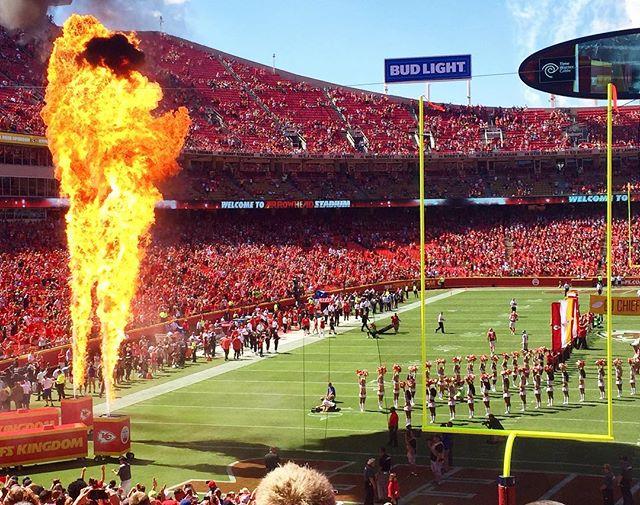 Yesterday's preseason @chiefs game has me wishing for fall and football season.