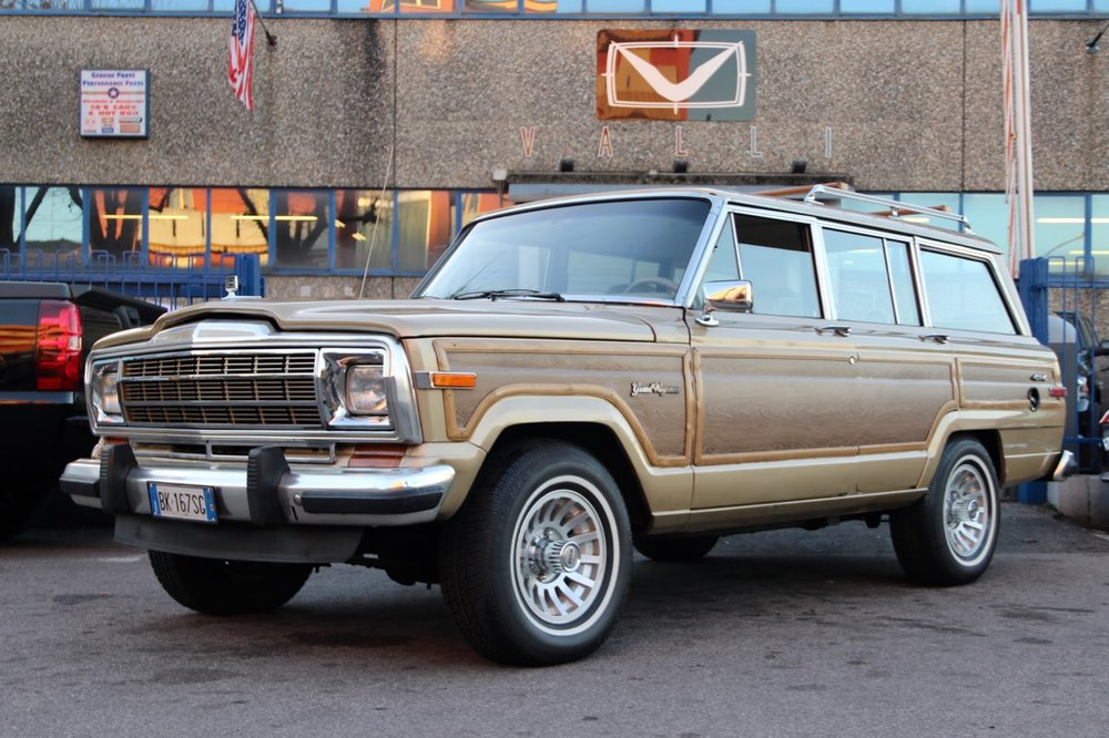 Jeep Grand Wagoneer vallistore.com