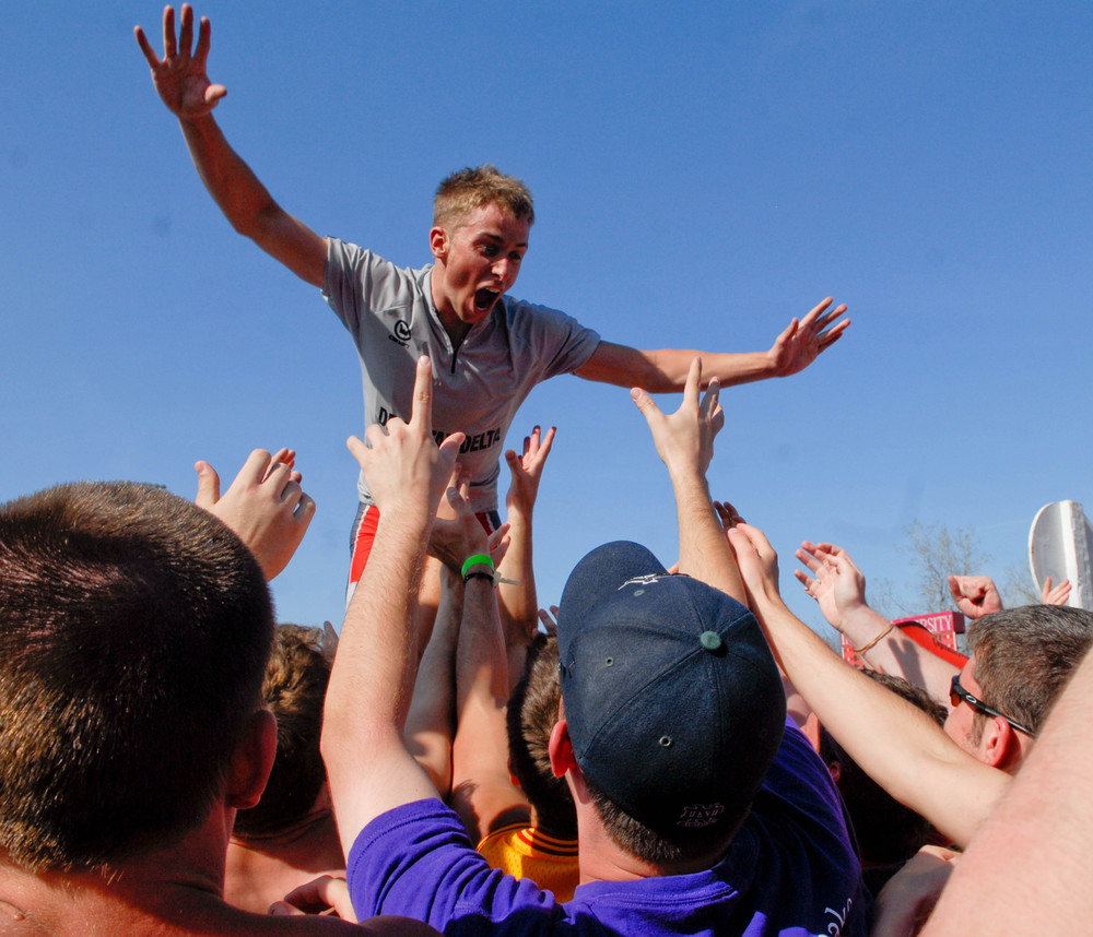 Crowd Surfing, 2009