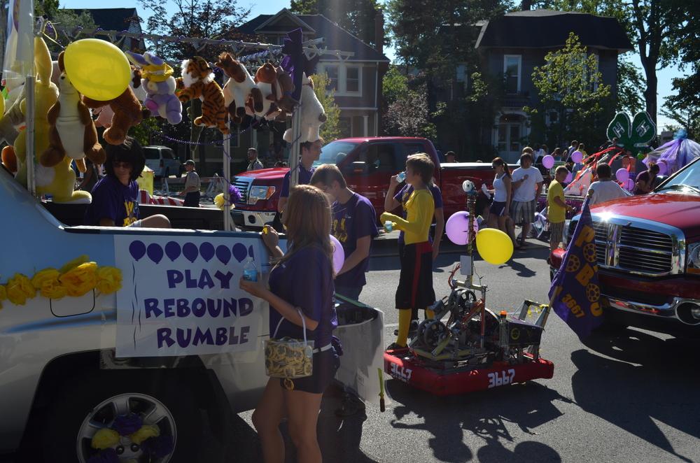 Team 3667 Parade 2012-004.JPG