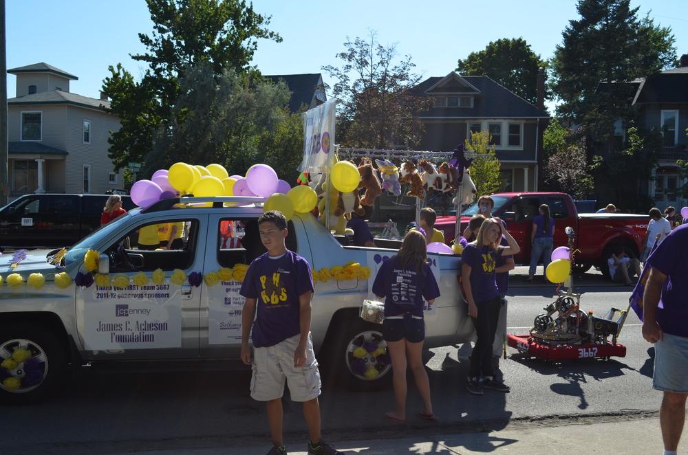 Team 3667 Parade 2012-002.JPG