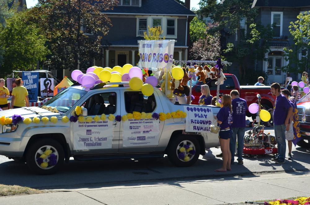 Team 3667 Parade 2012-006.JPG
