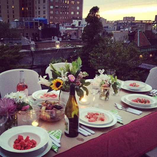 nyc-rooftop-dinner-party-table
