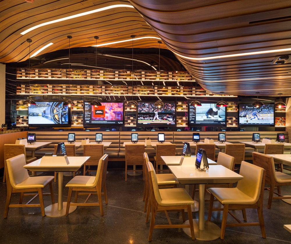 The designers of Independence Prime, the steakhouse and bar at the Philadelphia airport, wanted to convey a sense of uncluttered openness.