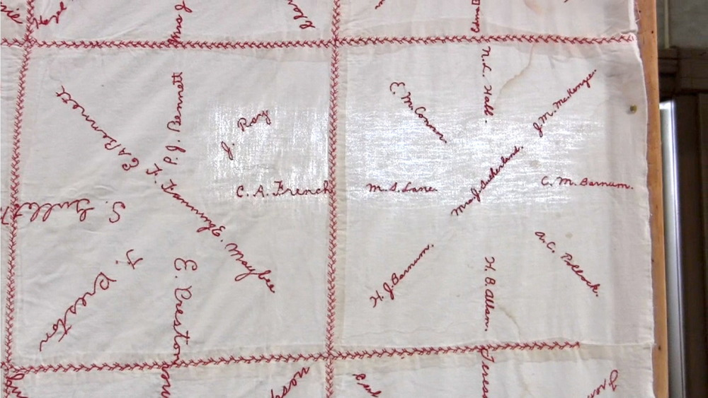 red cross quilt8.jpg