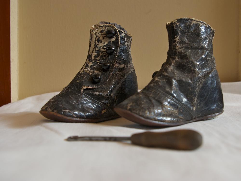 Harper Rollins's button boots