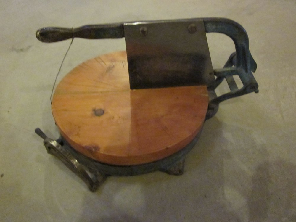 Cider cheese cutter