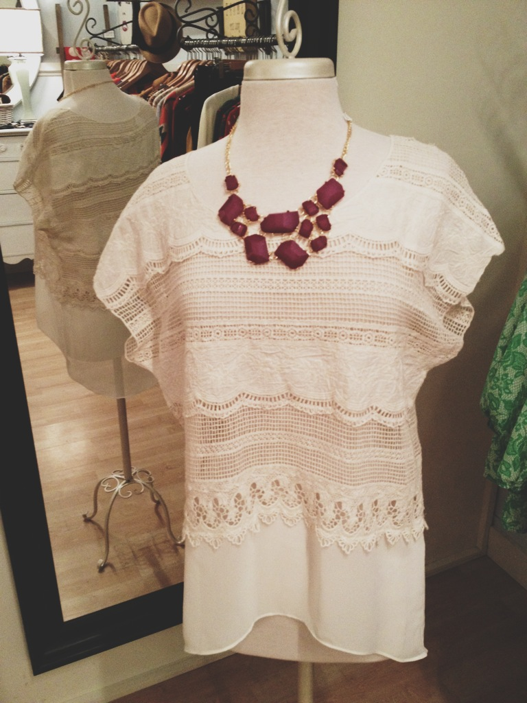Adorable loose fitting knit top paired perfectly with this fashionable bauble necklace. Lots of other similar jewelry in stock as well!