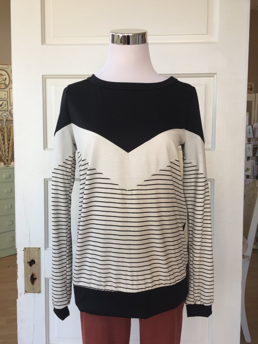 Black and White Sweatshirt