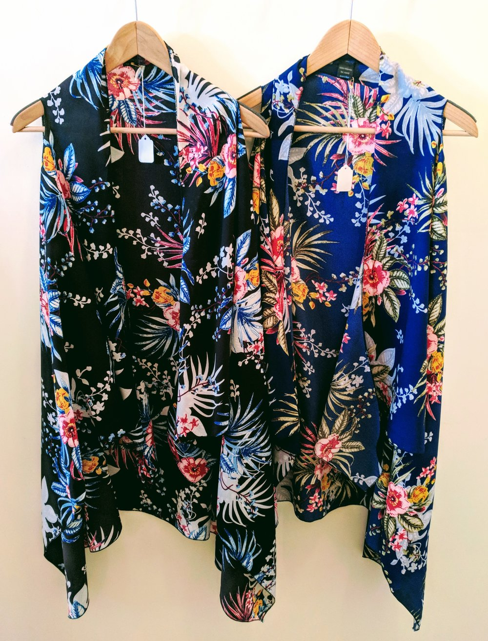 Black and blue tropical pattern kimono vest.