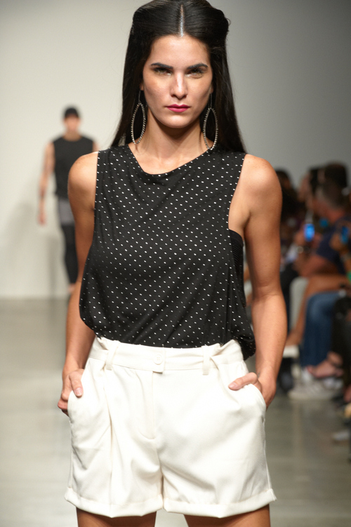 EDP130 WORN ON THE GREY LINE MAP BY MIGUEL PEÑA SPRING 2014 RUNWAY SHOW NYFW PIER 59 PHOTO BY ANNA LEE CAMPBELL