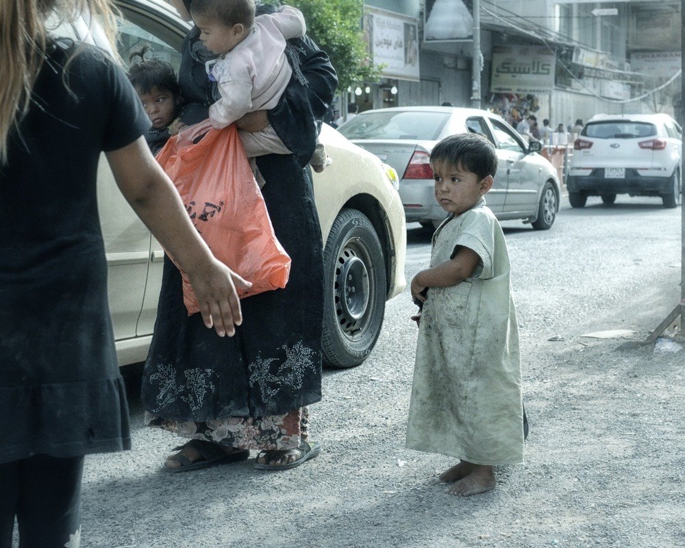 boy waiting whilst mother begs in erbil kurdistan.jpg