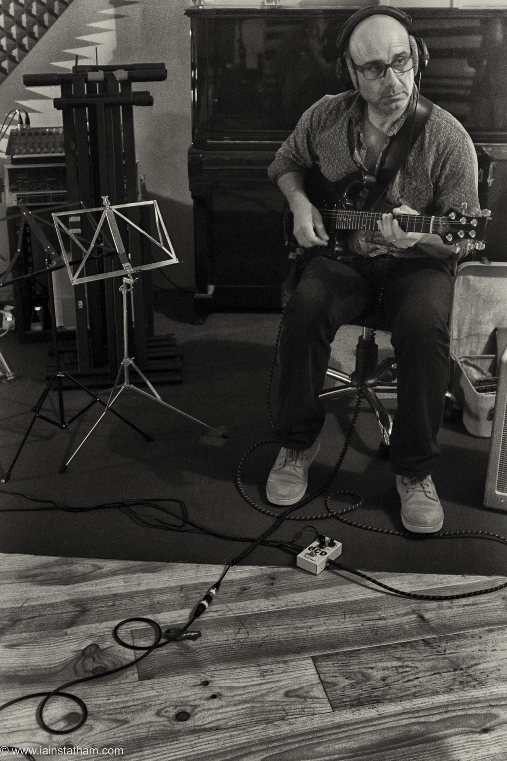 fr - music - mahognay - studio - bw - august 15-5.jpg
