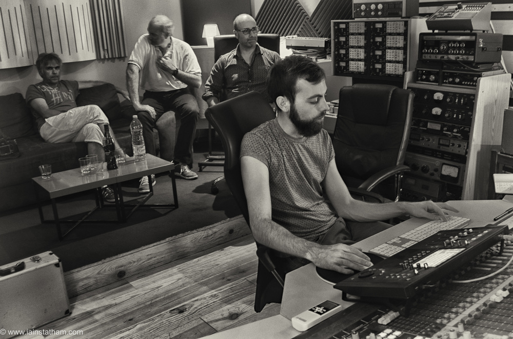 fr - music - mahognay - studio - bw - august 15-15.jpg