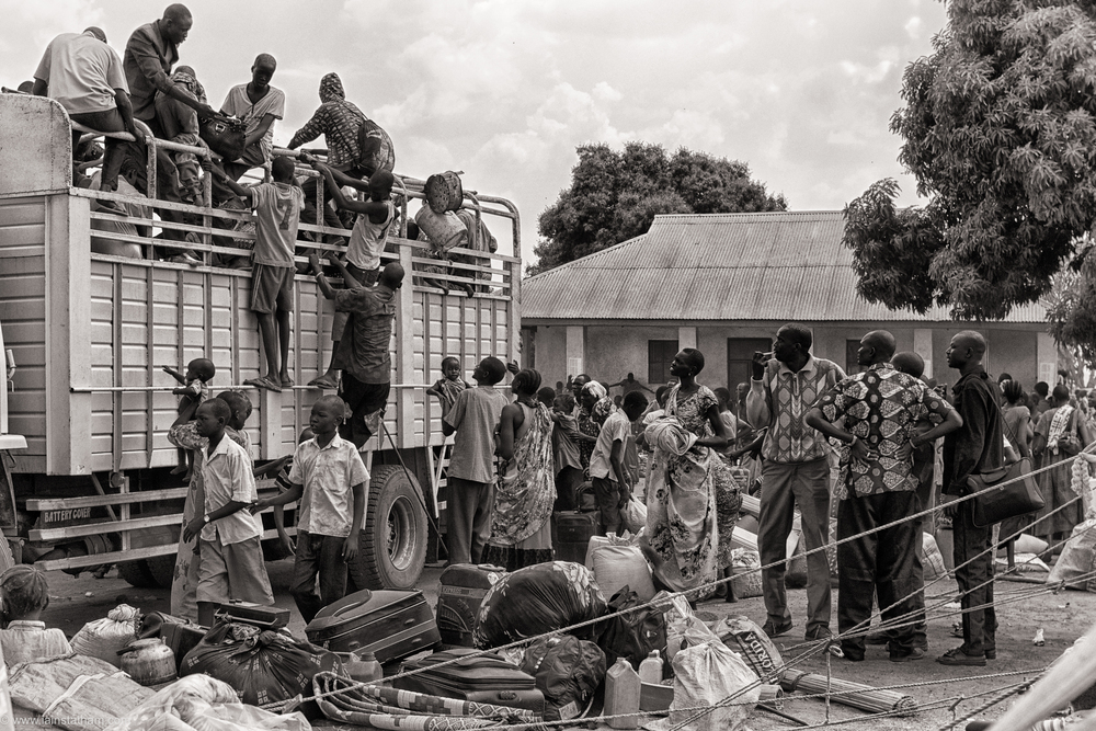 ug - south sudan refugees - dziapi - bw-6.jpg