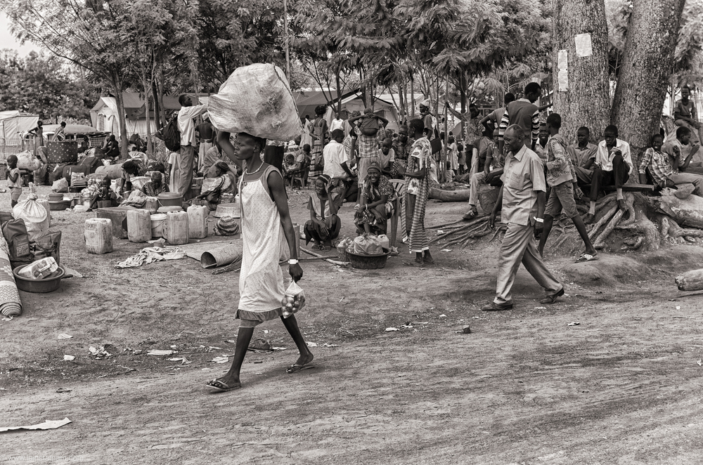 ug - south sudan refugees - dziapi - bw-4.jpg