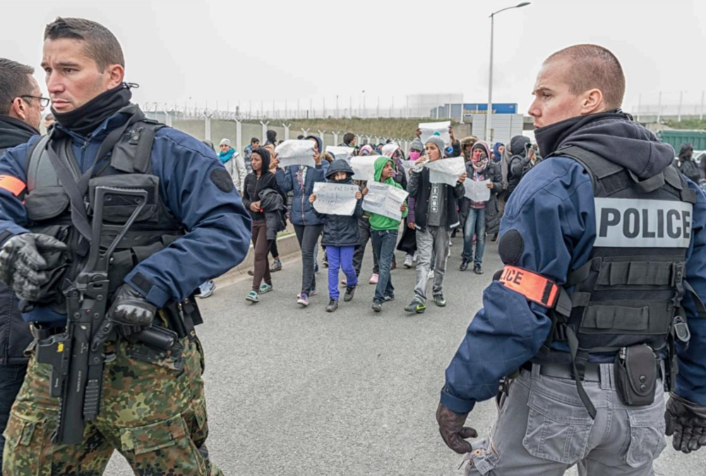 articles - closure of the calais jungle refugee camp