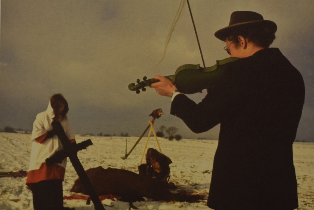 Lene Adler Pedersen and Henning Christiansen perform  Hesteofringen  (film still found on inner sleeve).