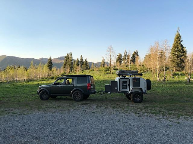 It's pretty rare lately that we have a chance to escape for the weekend and use our own trailers. We're glad we were able to take the XTR-S this weekend! —————————————————————// #moby1 #landrover #lr3 #discovery3 #offroadtrailer #offroad #camptourexplore