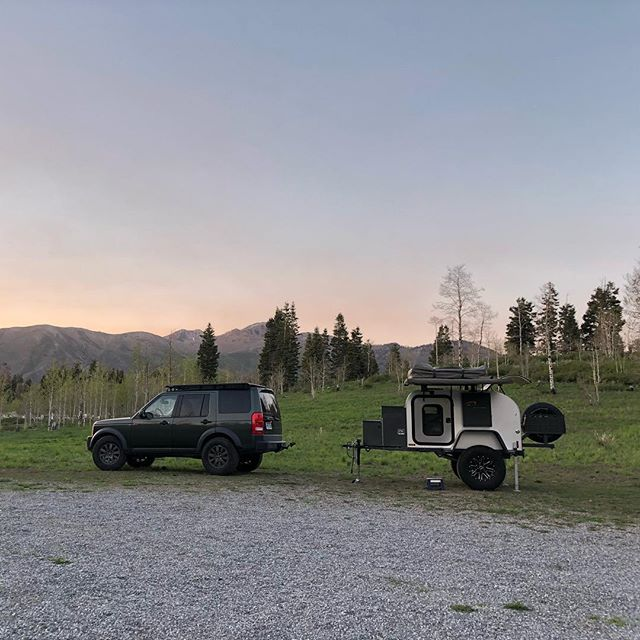 A Moby1 makes even quick weekend trips a breeze. ————————————————// #moby1 #landrover #camping #utahcamping #outdoorlifestyle #campinglifestyle #offroadtrailer #hammock #hammocklife #rooftoptent #rooftoptentliving #trailerliving #trailerlife