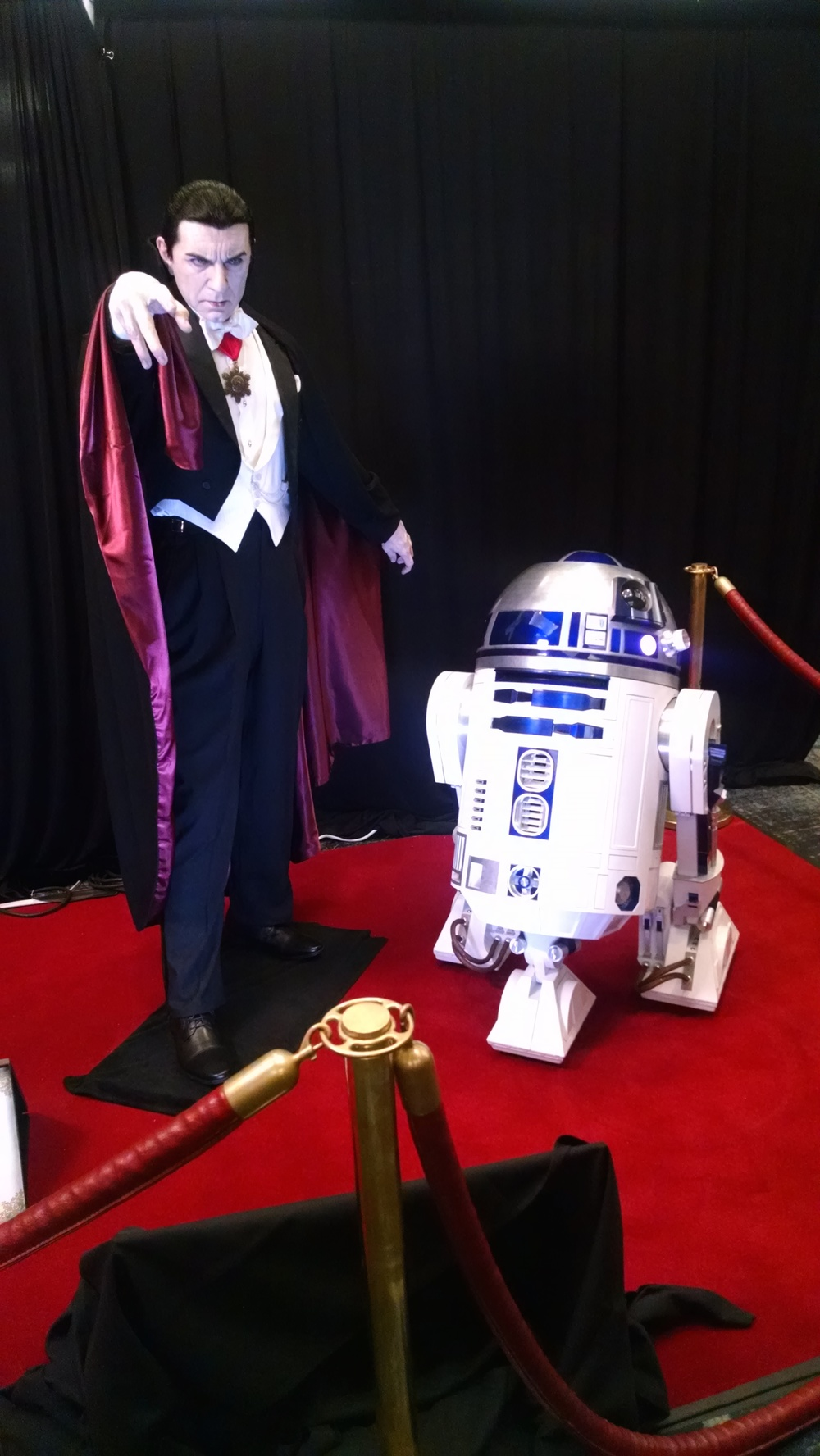 Mike Hill's amazing Bela Lugosi sculpture... joined by an R2-D2