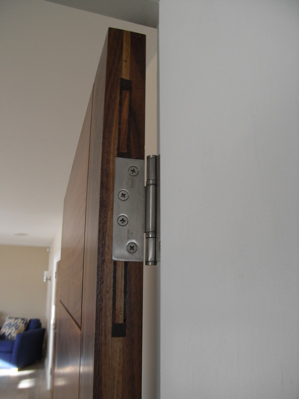 Interior door hinged.JPG