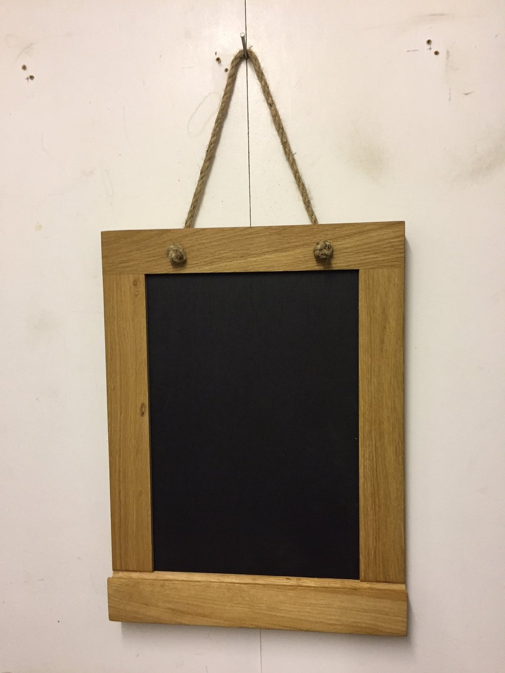 Oak framed chalk board, ideal for the kitchen - shopping lists, notes ... maybe for the children (please empty the dishwasher?!)