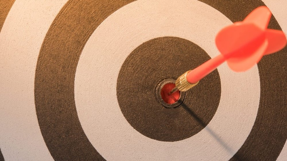 What is inbound marketing? Image of a dartboard accompanying an article about how to generate inbound traffic.