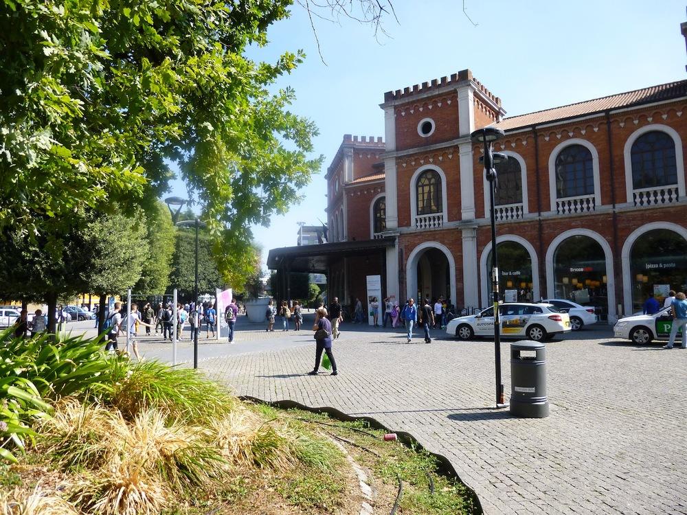 Brescia town square.JPG