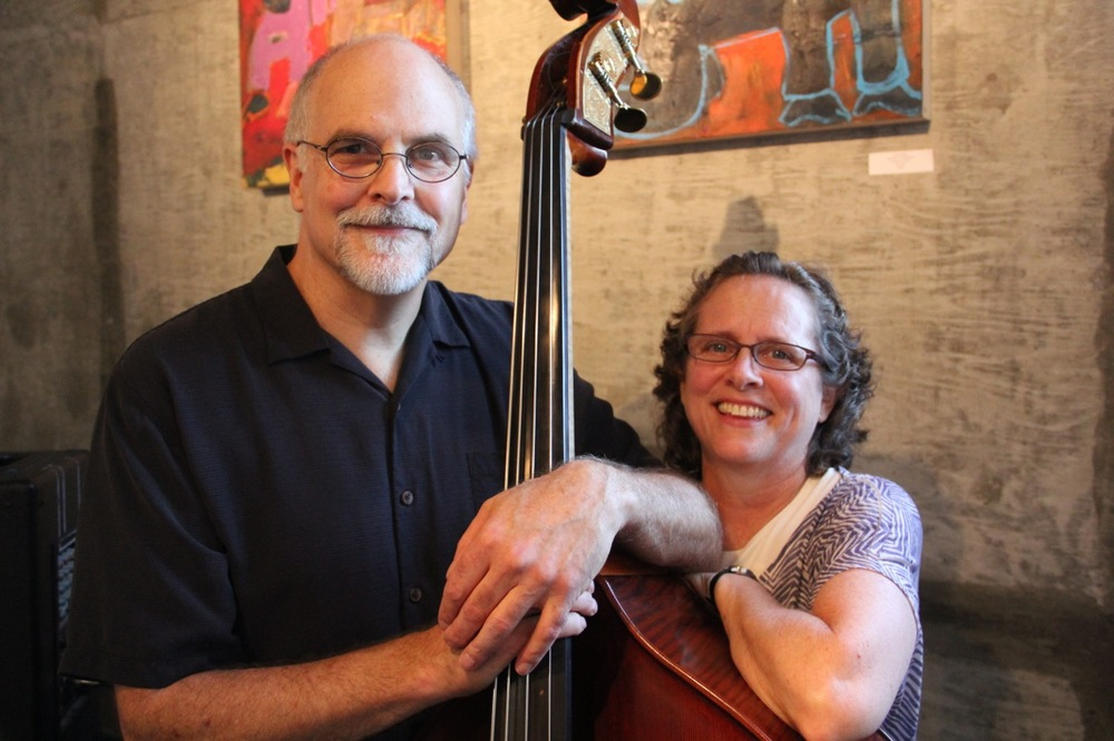 "Jazz bass and vocal duo ""No Nette"""