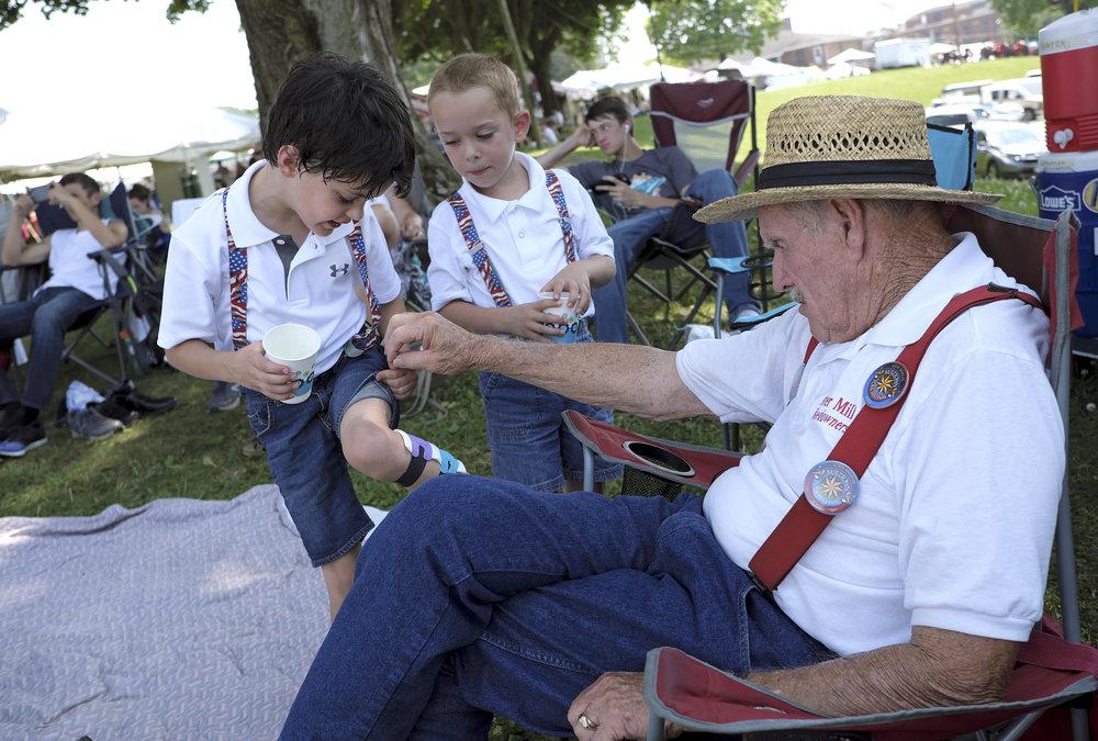 070218 Miller Family Hoedown at Folk Fest a169.JPG