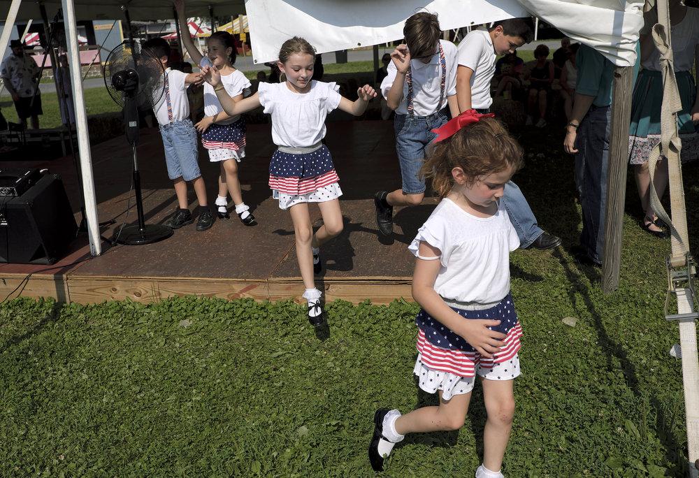 070218 Miller Family Hoedown at Folk Fest a1466.JPG