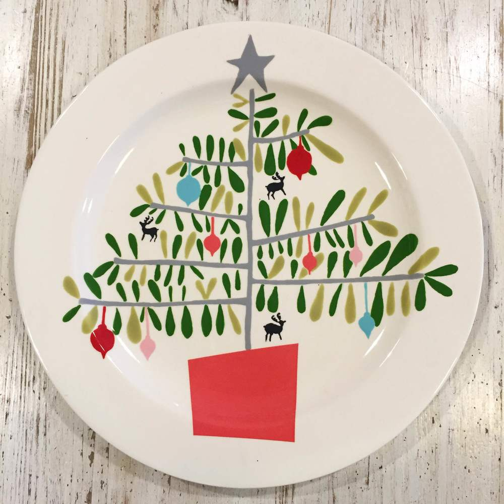 Learn how to paint this adorable Christmas tree design on any plate you choose with one of our talented artists! Price depends on the size and style of your plate. You can also enjoy a coffee or glass of wine while you paint! Call us to reserve your spot today!