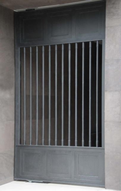 Graphite Smooth Gate