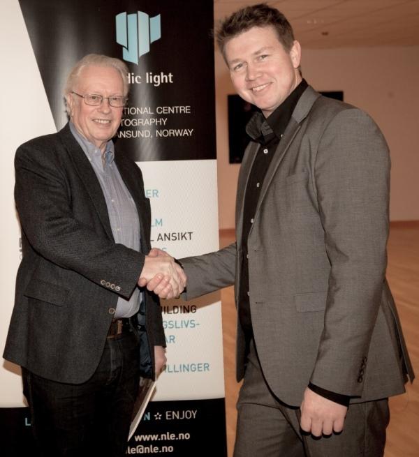 Lars Liabø, styreleder i Nordic Light, ønsker Charles Williamsen velkommen som ny daglig leder.