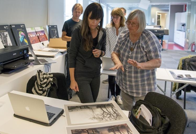 Lær deg å oppnå perfekte printer i sorthvitt og farger fra digitale bildefiler på denne todagers workshopen i forkant av Nordic Light fotofestival i Kristiansund. Foto: Morten Løberg.