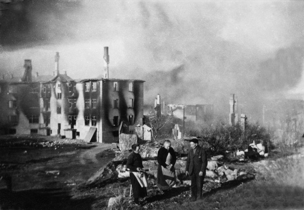 Kristiansund etter bombingen i 1940. Fotograf: Ukjent. Eier: Nordmøre Museum