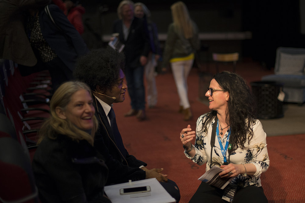 Festival Director Ingunn Strand in conversation with guest photographer Iké Udé between lectures (Photo:)