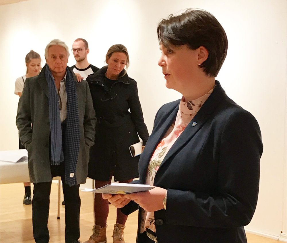 The Director of Culture in Møre og Romsdal, Heidi-Iren Wedlog Olsen, conducted the official opening of this year's Opera Festival Exhibition at the Nordic Light Art Gallery in Kristiansund. Photo: Ingunn Strand.