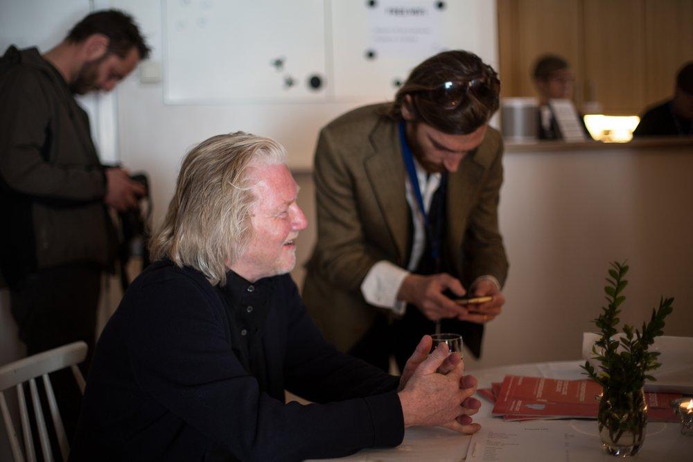 Morten Krogvold har vært kunstnerisk leder for Nordic Light siden oppstarten i 2006. Her tar han seg en pust i bakken på Krogvold Café i et hektisk festivalprogram. Foto: Odd Inge Teige  ©   .