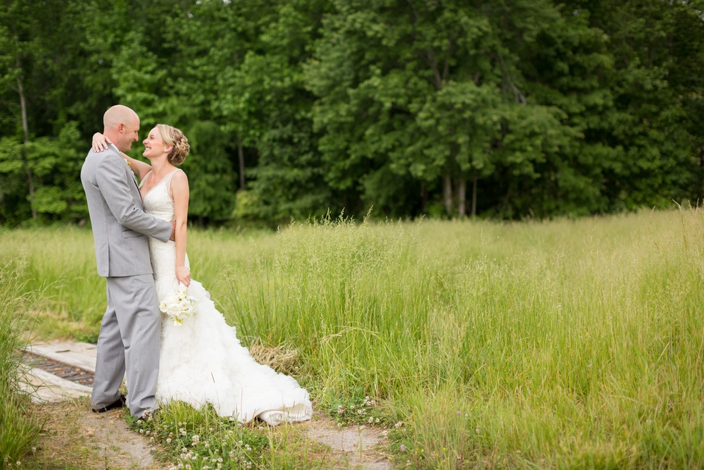 bride-groom-in-field.jpg